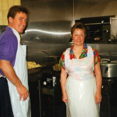 enjoying all the entertainment can be a hungry and thirsty job here we have John Cairns and wife cooking up a treat