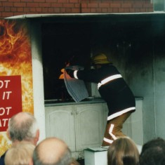 the correct way to put out a chip pan fire