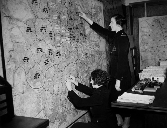 1940, AFS women work at the London fire regional control room.